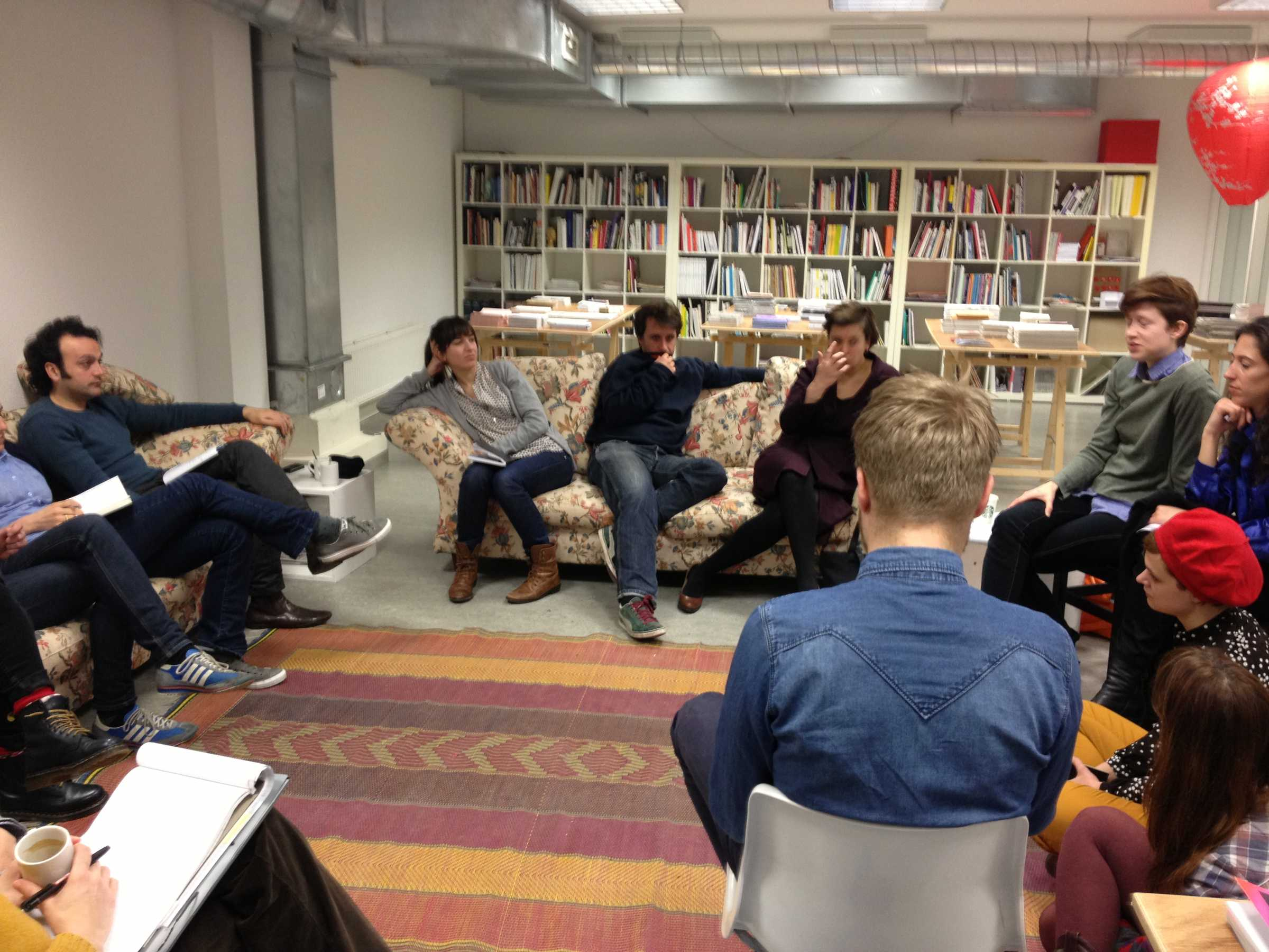 Curating Academy -  discussion students / Frederique Bergholtz / Tanja Baudoin in the reading room at the DAI