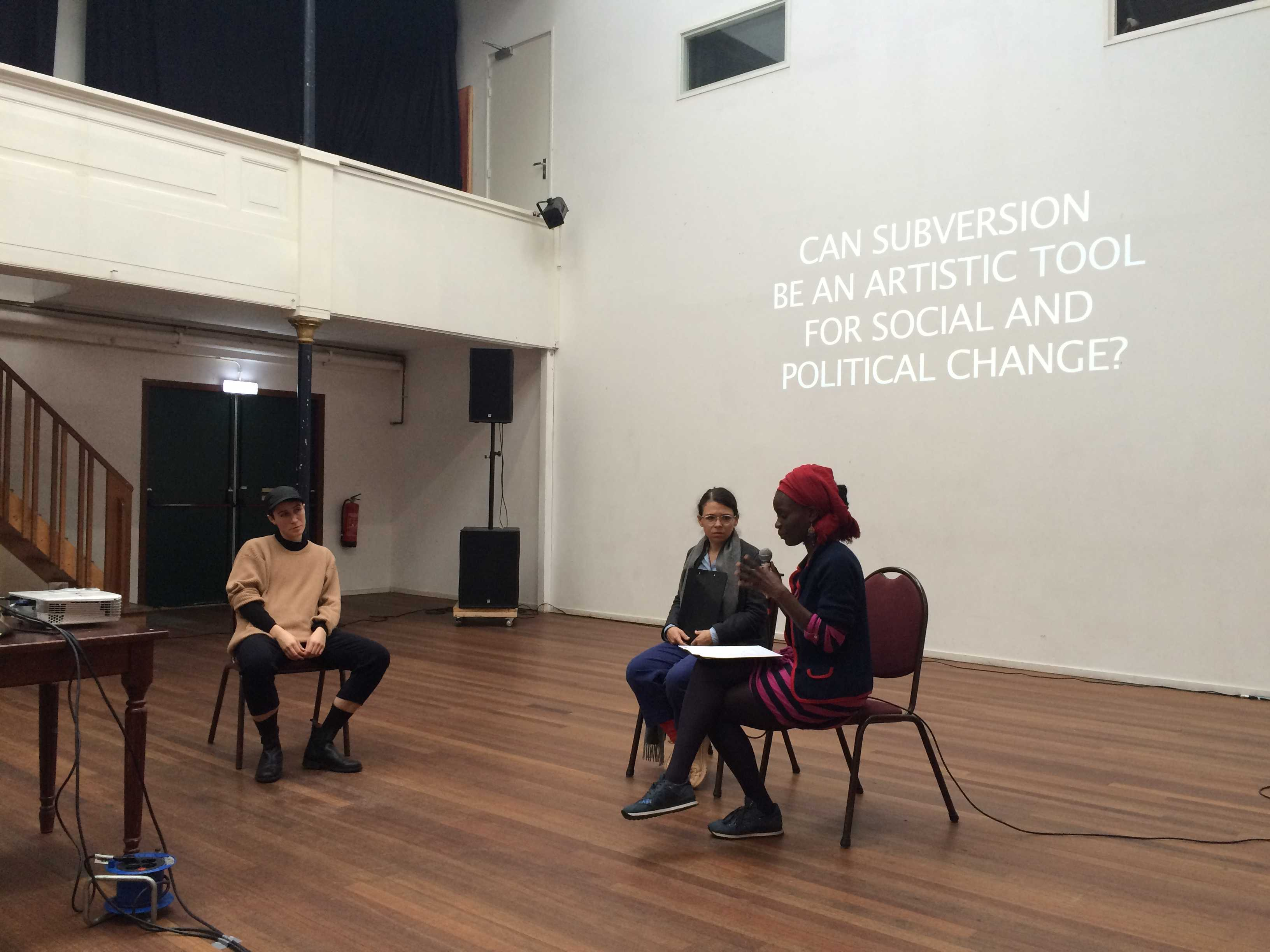 DAI-student Alice Peragine, her question and her two respondents Manuela Moscoso and Nana Oforiatta-Ayim, Amsterdam, November 2017.