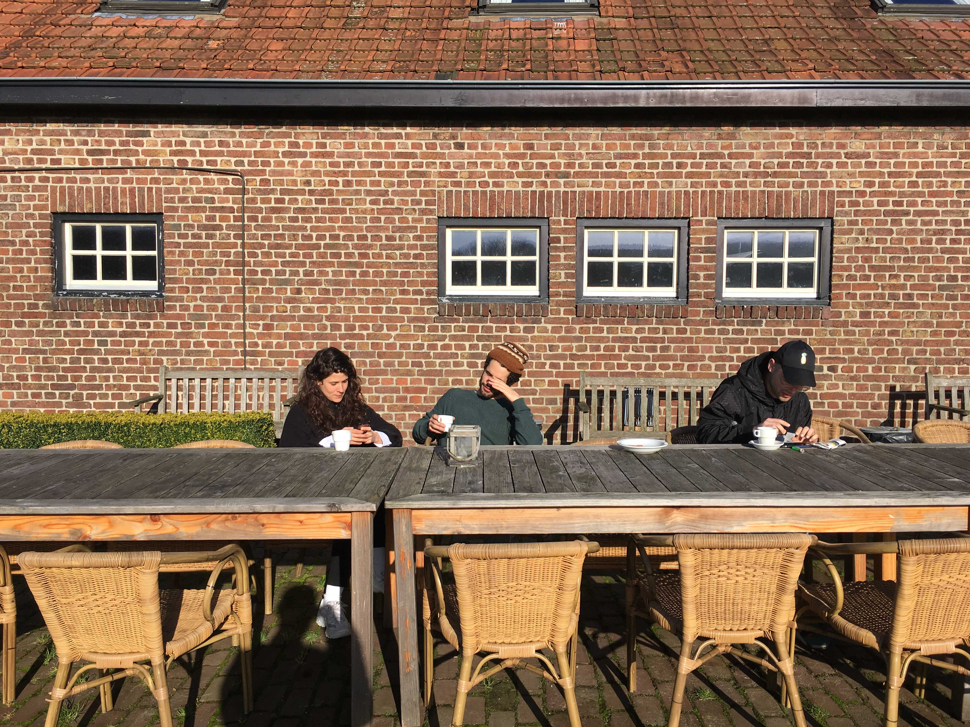 Afternoon coffee in the sun, DAI students Clara Amaral, Livio Casanova, and Jonathan Baumgärtner @ Het Bovenste Bos in Epen. DAI Week 6, 2018. Photo: Alaa Abu Asad